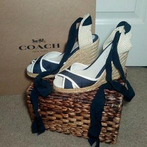 Coach sandals w a wedge. Fits like a (5 1/2) SM 6